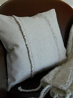 ...my simple ruffled pillow {with instructions}
