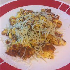 Potato, roasted red pepper & garlic scramble topped with Swiss cheese #larryskitchen