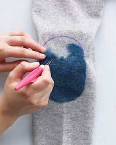 There& no reason to toss your favorite wool cardigan when its elbows wear thin or a small hole develops. Needle-felting can disguise these flaws while making the garment fresh and fashionable. Sewing Hacks, Sewing Projects, Visible Mending, Make Do And Mend, Felting Tutorials, Elbow Patches, Darning, Knitting Stitches, Felt Crafts