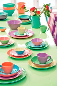 homebuildlife:  Brighten up the tabletop with this two-tone ceramic dinner service by Rice.