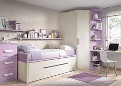 Habitación infantil con dos camas y armario rincón en chaflán.