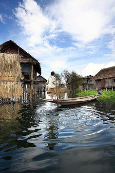 The boatman. Myanmar (Leg Rower, Inle Lake, Southern Shan State, Burma/Myanmar)
