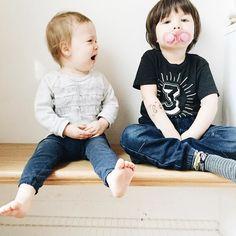 Awww... Pauvre Mélo qui se fait tout le temps voler sa suce par son grand coquin de frère!  #avoir2enfants #melodiepetitesouris #18mois #etremaman #motherhood #momlife #maternité #clempetitcoquin #avoir3ans #3yearsold #brotherandsister