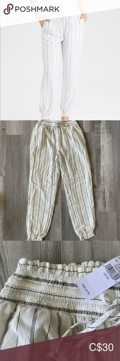 Brand new with tags stripped jogger pants Brand new with tags American eagle smocked joggers white with black stripes. High waisted Has pockets! Also makes great beach wear American Eagle Outfitters Pants Ankle & Cropped Jogger Pants, Joggers, Vintage Style, Vintage Fashion, Plus Fashion, Fashion Tips, Fashion Trends, Black Stripes, Beachwear