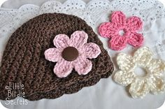 crochet hat with changeable flowers!
