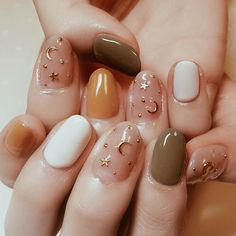 Nail art is a very popular trend these days and every woman you meet seems to have beautiful nails. It used to be that women would just go get a manicure or pedicure to get their nails trimmed and shaped with just a few coats of plain nail polish. Hair And Nails, My Nails, Fall Nails, Polish Nails, Summer Nails, Fall Nailpolish, Cute Gel Nails, Gel Nails With Tips, Nails Design Autumn