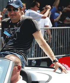 Jeremy Renner-pretty sure he's in Indy in this pic at the 500...