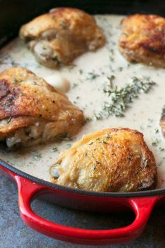 Creamy White Wine & Garlic Roasted Chicken Thighs - Cake 'n Knife Wine Recipes, Cooking Recipes, Roasted Chicken Thighs, Dinner Entrees, Chicken Seasoning, Healthy Chicken Recipes, Food Dishes, Main Dishes, Creamy White