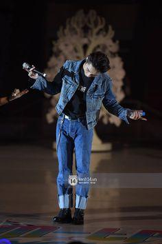 Sơn Tùng M-TP bật khóc trước món quà sinh nhật do Sky bí mật chuẩn bị dành tặng trong fan-meeting - Ảnh 13. I Love Him, My Love, Kpop Boy, Boy Fashion, My Idol, Beautiful Men, Sunshine, Boss, Singer