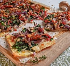 Naan Flatbread, Kitchen Post, High Tea, Cheesesteak, Summer Recipes, Vegetable Pizza, Food Inspiration, Love Food, Food And Drink