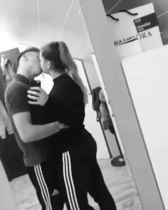 ✔ Cute Relationship Videos For Him Romantic Kiss Video, Romantic Couple Kissing, Cute Couples Kissing, Cute Couples Goals, Romantic Couples, Romantic Gifts, Couple Kissing Video, Hot Couples, Muslim Couples