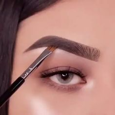 Here is a mini brow tutorial for you makeup eyemakeup eyebrowtutorial eyebrows eyebrowshaping - eye-makeup Eyebrow Makeup Tips, Makeup Eye Looks, Eye Makeup Steps, Makeup 101, Skin Makeup, Eyeshadow Makeup, Makeup Hacks, Makeup Eyebrows, Zendaya Eyebrows