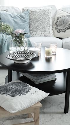 Skibby Coffee table is both beautiful and modern but also offers good storage options Coffee And End Tables, Console Table, Living Room Furniture, Accent Chairs, Storage, Home Decor, Modern, Beautiful, Upholstered Chairs