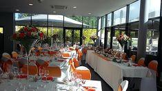 Décoration orange et blanche - fleuriste-bordeaux Bordeaux, Table Settings, Table Decorations, Orange, Furniture, Home Decor, Decoration Home, Room Decor, Bordeaux Wine