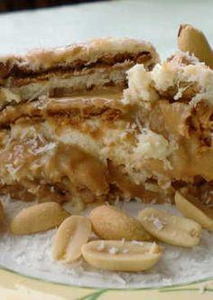 Tarta de galletas con piña, nata y dulce de leche