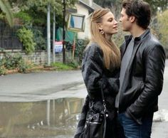 Yaman ve Mira shared by Anna on We Heart It Turkish Fashion, Turkish Beauty, Cute Pictures, Cool Photos, Prettiest Actresses, Girls Wardrobe, Best Series, Turkish Actors, Aesthetic Girl