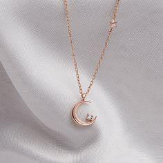 Stylish Jewelry, Dainty Jewelry, Simple Jewelry, Cute Jewelry, Jewelry Accessories, Jewelry Necklaces, Jewelry Design, Moon Jewelry, Fashion Necklace