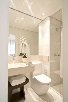 The layout of a small bathroom requires great ideas. Looking for small bathroom inspiration for you tiny house?Discover below examples to help you build a cozy small bathroom. The bathroom … Small Luxury Bathrooms, Modern Luxury Bathroom, Bathroom Design Luxury, Minimalist Bathroom, Modern Bathroom Design, Amazing Bathrooms, Bathroom Small, Modern Vanity, Small Vanity