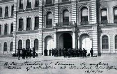 16 Mart 1920 sabahı, İngiliz askerleri tarafından Osmanlı devleti'nin 'Harbiye nezareti' (savaşları yönettiği karargah merkezi) işgal ediliyor.