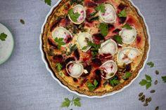 rödbetspaj med chevre Vegetable Pizza, Quiche, Vegetables, Breakfast, Food, Morning Coffee, Veggies, Quiches, Vegetable Recipes