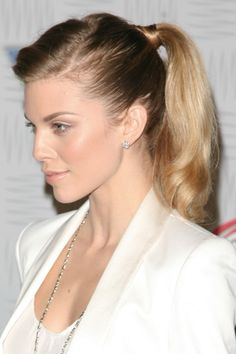 AnnaLynne McCords blonde, ponytail hairstyle