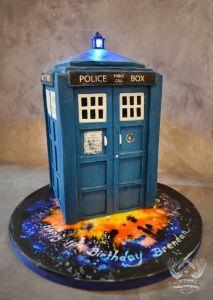 Who Tardis cake tutorial - from Artisan Cake Company. Die Tardis, Tardis Cake, Bolo Motocross, Torte Nutella, Dr Who Cake, Doctor Who Cakes, Artisan Cake Company, My Little Pony Cake, Sculpted Cakes