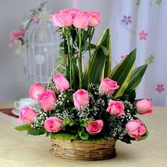 Get flower bouquet from the best Flower Shop in Bangalore. BloomsVilla provides special basket flower arrangement that consists of 20 Pink roses, Cane Basket, Seasonal fillers. Arrangement Floral Rose, Valentine Flower Arrangements, Basket Flower Arrangements, Flower Arrangement Designs, Beautiful Flower Arrangements, Floral Arrangements, Beautiful Flowers, Father's Day Flowers, Altar Flowers