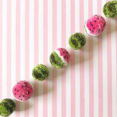 How to Make a Watermelon Pom-Pom Garland – Clover Needlecraft Cute Crafts, Craft Stick Crafts, Diy And Crafts, Pom Pom Crafts, Yarn Crafts, Xmas Deco, Pom Pom Animals, Diy Broderie, Pom Pom Garland