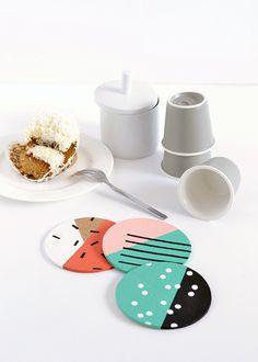 Make it: Patterned Cork Coasters DIY patterned cork coasters Coaster Crafts, Cork Coasters, Cork Crafts, Crafts To Sell, Diy And Crafts, Diy Art, Clay Art Projects, Bulletins, Idee Diy