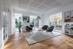 Ofte ligger stuen i forlængelse af køkkenet #huscompagniet ...