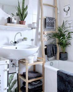 Inspiratie maandag: Ineens was 'ie daar. Een ladder om tegen de muur aan te zetten. En dan bedoelen we niet om plekken te bereiken die te hoog zijn om bij te komen. Een ladder puur ter #decoratie. Wat vind jij van de decoratie ladder? Volg deze week onze styling #tips en vind jouw ideale spot in huis.   Link in bio l * * * * Credits: @wonen_bij_chantal * * * * #interiorstyling #interior4all #interiorstyled #interiordesign #designinterior #livingroomdecor #scandinaviandesign #interior4you1…