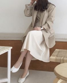 Stylish Dress Designs, Stylish Dresses, Stylish Outfits, Korean Girl Fashion, Korean Fashion Trends, Cute Modest Outfits, Classy Outfits, Korean Skirt Outfits, Work Fashion