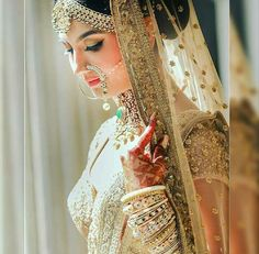 Amazed by the beauty of this bride 😍😍stunnig Sabyasachi outfit and jewellery. Punjabi Wedding, Wedding Lehanga, Picture Credit, Sabyasachi, Bridal Photography, Bridal Outfits, Wedding Pics, Indian Wear, Sequin Skirt