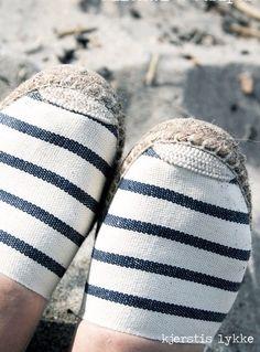 Nautical Stripes, Nautical Design, Nautical Outfits, Nautical Fashion, I Look To You, Fashion Beauty, Fashion Looks, Painted Sneakers, Summer Stripes