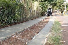 A Prefeitura de Maringá, por meio da Secretaria de Serviços Públicos, está construindo calçadas ecológicas dos terrenos municipais. No começo de abril foi realizado um levantamento dos terrenos do município, observando quais eram os passeios que não estavam de acordo com a...