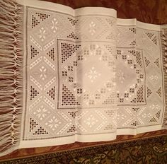 İsmek Feshane sergisinde yer a Hardanger Embroidery, Folk Embroidery, Hand Embroidery Stitches, Embroidery Designs, Drawn Thread, Bargello, Lace Knitting, Fabric Crafts, Needlepoint