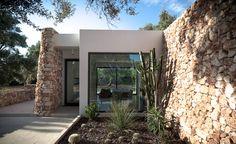 L'obiettivo principale del progetto di Luca Zanaroli è stato quello di mantenere inalterata la percezione del luogo, in modo che il nuovo edificio si inserisse armoniosamente nel paesaggio naturale. U
