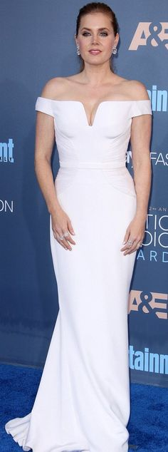 Amy Adams in Atelier Versace attends The 22nd Annual Critics' Choice Awards. #bestdressed