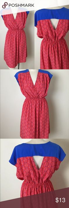 """Bee Stitched L Red Blue Cap Sleeve Cut-Out Dress Bee Stitched by Francesca's Women's size large 100% polyester  Cute cut-out in back, elastic waist, diamond print pattern Bust 38"""" Waist 24-38"""" Length 36"""" Excellent preowned condition Bee Stitched Dresses Midi"""