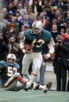 Super Bowl VIII Miami 24 Minnesota 7 Jake Scott, Miami Dolphins not as athletic as most Safeties, but his knowledge of positioning and of course his tackling skills and he was on the only undefeated team
