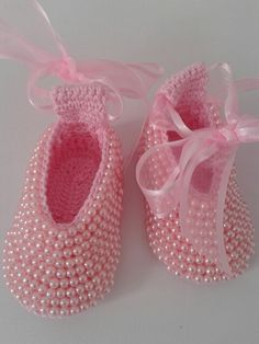 Discover thousands of images about Crochet Beaded Baby Booties Shoes Free Pattern - Baby Slippers Free PatternThis Pin was discovered by LinCrochet And Knitting Crochet Baby Sandals, Crochet Shoes, Crochet Baby Booties, Crochet Slippers, Love Crochet, Diy Crafts Crochet, Crochet Projects, Crochet Designs, Crochet Patterns