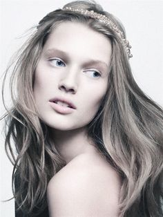 """I love the """"au naturale"""" look no matter how overdone or hard it is to achieve. Model Toni Garrn looks just beautiful on the issue. Toni Garrn, Beauty Makeup, Hair Makeup, Hair Beauty, Beauty Style, Fresh Face Makeup, Victoria Secrets, Summer Makeup, Fair Skin"""