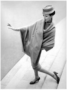 Richard Avedon, Dovima wearing Christian Dior, August 1955