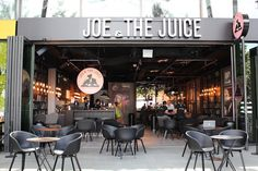 Joe & The Juice's US expansion plans for 2017 Meet the juice bar that wants to be the Starbucks of the wellness world Smoothie Bar, Juice Bar Interior, Joe And The Juice, Starbucks, Juice Bar Design, Juice Place, Juicing For Health, Salad Bar, Salad Shop