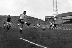 Tottenham 3 Burnley 0 in March 1961 at Villa Park. Bobby Smith opens the scoring in the FA Cup Semi Final.
