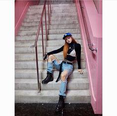 ♡Blackpink in your Area♡ - Lisa Blackpink Lisa, Jennie Blackpink, Blackpink Fashion, Korean Fashion, Womens Fashion, Kim Jisoo, Blackpink Photos, Jolie Photo, How To Pose