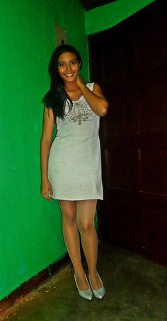 Un look perfecto para una fiesta o para fin de año por los brillos y detalles que presenta el vestido stylesbeautifulsoul.wordpress.com