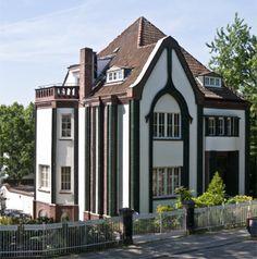 Peter Behrens - (vlastita) kuća Darmstadt, 1900. - zbijen volumen građevine, jako plastičko oblikovanje
