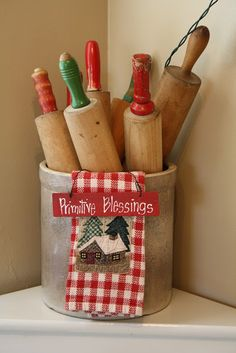 Sunny Simple Life: It's The Little Things, vintage rolling pins, crocks Source by sunnysimplelife Christmas Towels, Christmas Kitchen, Primitive Christmas, Vintage Christmas, Christmas Post, Primitive Snowmen, Country Christmas, Christmas Christmas, Red Kitchen