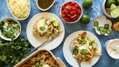 Chilaquiles with Chicken Recipe - Genius Kitchen Best Mexican Recipes, Favorite Recipes, Ethnic Recipes, Cooking Chicken To Shred, How To Cook Chicken, Chicken Chilaquiles, Chilaquiles Recipe, Chicken Verde, Mexican Chicken